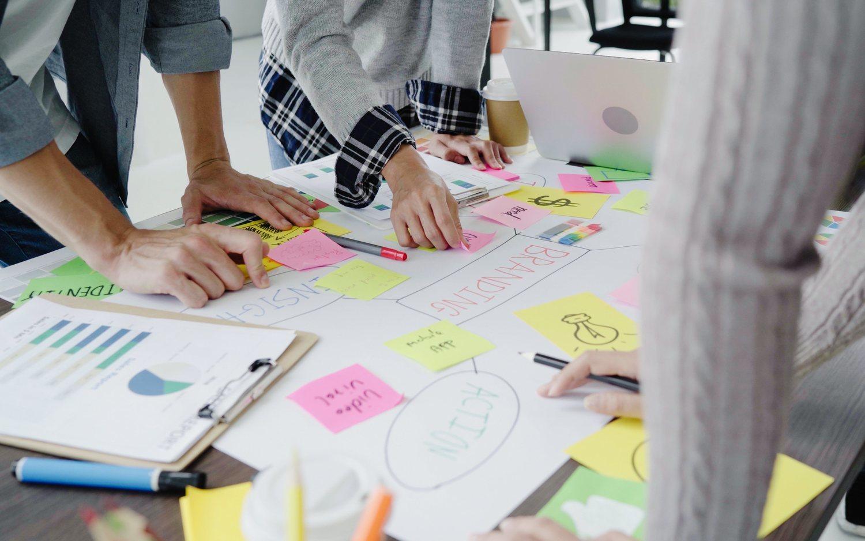 Cómo llevar a cabo una sesión de brainstorming productiva